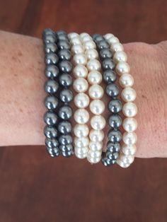 IV Série de bracelets de fausses perles grises et blanches