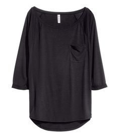 JerseyTop in soft jersey. Chest pocket, 3/4-length sleeves with sewn cuffs, and rounded hem. Slightly longer at back.