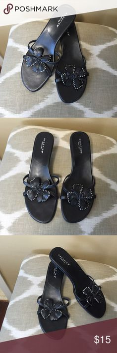 "Kenneth Cole Reaction Black Leather Sandals 8.5M Kenneth Cole Reaction Black Leather Sandals Size 8.5M With 2"" Heels Kenneth Cole Reaction Shoes Sandals"