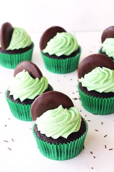 Mint Chocolate Cupcakes — Sweetest Menu