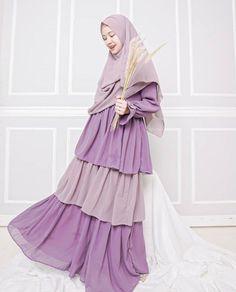 @adindaamiraa Niqab Fashion, Modern Hijab Fashion, Islamic Fashion, Fashion Muslimah, Fashion Dresses, Muslim Dress, Hijab Dress, Islam Women, Casual Hijab Outfit