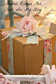 The Spanish Dahlia - Lovely gift wrapping! The Effective Pictures We Offer You About DIY decorating on a budget A quali - Creative Gift Wrapping, Present Wrapping, Creative Gifts, Wrapping Ideas, Wrapping Papers, Craft Gifts, Diy Gifts, Handmade Gifts, Pretty Packaging