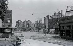 Oorlogsschade op het Stationsplein in 1945 - Serc