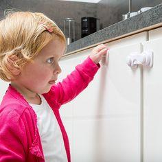 Praktische kastgrendels kun je zowel op keukenkastjes als vitrinekasten plaatsen. Hair Styles, Beauty, Om, Products, Hair Plait Styles, Hair Makeup, Hairdos, Haircut Styles, Hair Cuts