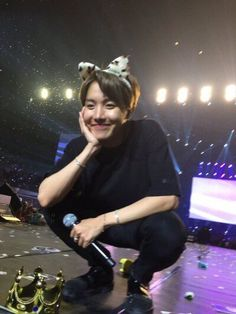 """Just reminding you all that Hoseok is the most beautiful human being with the prettiest nose and smile and i love him so much Namjoon, Taehyung, Yoongi, Seokjin, Gwangju, Jung Hoseok, Jimin, Foto Bts, Lee Min Ho"