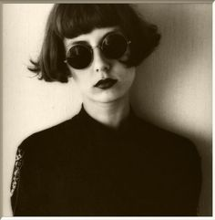 Totally classic cool bob.  Love the 'tude this exudes.