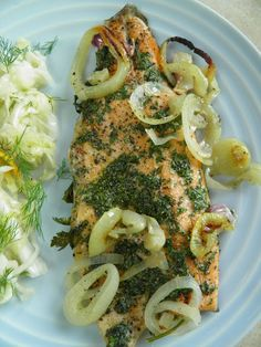 Pstrąg tęczowy w marynacie ziołowej pieczony na cebuli | sio-smutki! Monika od kuchni