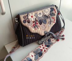 Japanese Bag, Japanese Quilts, Patchwork Bags, Quilted Bag, Denim Purse, Embroidery Bags, Wallet Tutorial, Fabric Bags, Pouch Bag