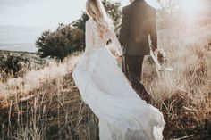 Gorgeous first look photo session inspiration | Image by Autumn Nicole Photography