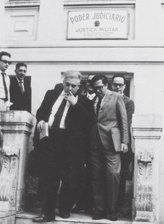 10 célebres cientistas com posicionamentos políticos surpreendentes! - Por conta do seu posicionamento político, Schenberg foi perseguido, recebeu ameaças, chegou a ser preso, teve direitos políticos cassados e foi afastado da USP.