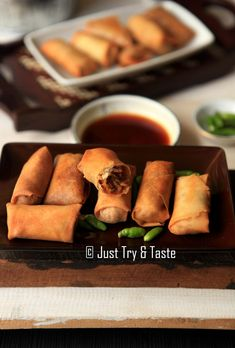 Just Try & Taste: Membuat Lumpia Isi Rebung Pork Recipes, Vegan Recipes, Snack Recipes, Snacks, Vegan Meals, Vegetable Spring Rolls, Malay Food, Lumpia, Traditional Cakes