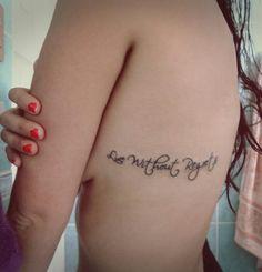 """""""Live Without Regrets""""  Vivir sin Arrepentimiento, Tatuaje en la costilla"""