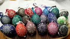 Kraslice maľované voskom Easter Colors, Egg Decorating, Easter Eggs, European Countries, Czech Republic, Bohemia
