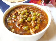 Mangsho ghugni / Mutton keema curry with peas soaked in Bengali flavour