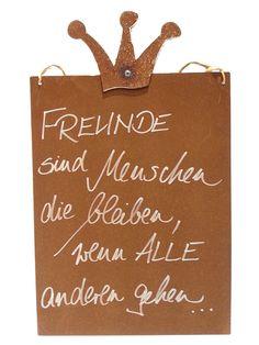 Rostiges Schild mit Spruch M Krone / Freunde bleiben, andere gehen