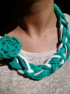 Collar trapillo flor
