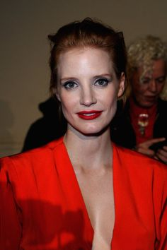Front row at fashion month, 35 celebrity beauty inspiration looks from Jessica Chastain, Amanda Seyfried, Miley Cyrus and more. Jessica Chastain, Most Beautiful Women, Beautiful People, Red Hair Inspiration, Actress Jessica, Celebrity Beauty, Celebs, Celebrities, Celebrity Hairstyles