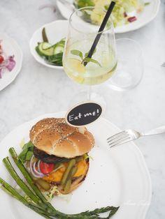 Avec Sofié blog / Garden party with burgers and bubbles!