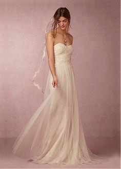 f3db96aa4ffc CompriFabulous Tulle   Lace Neckline Guaina Abiti da sposa con perline  Appliques del merletto di sconto