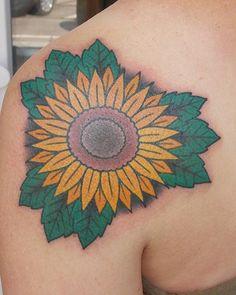 Auf den Spätsommer #tattoo #tattoohamburg #germantattooer #solidetätowierungen…