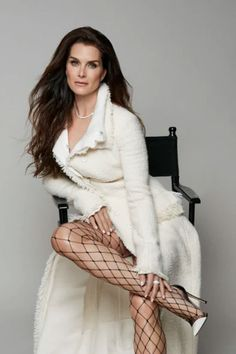 """Brooke is a true style icon and timeless beauty. She's strong while carrying herself with such grace. She's also great fun!"" says her friend Victoria Beckham. Brooke Shields Now, Pretty Baby 1978, Beautiful Old Woman, Pretty Woman, Classic Actresses, Famous Women, Timeless Beauty, Love Fashion, Belle"