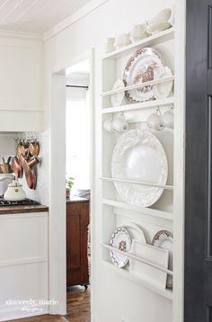 Plate Racks In Kitchen, Plate Rack Wall, Diy Plate Rack, Plate Shelves, Mug Storage, Modern Kitchen Cabinets, Rack Shelf, Finding A House, Home Kitchens