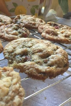 Wondering what to do with the fresh figs sitting in your kitchen? Try baking these fresh fig cookies! Combine fresh figs, walnuts, and ground cloves to make this quick and easy cookie recipe. Your friends and family will love these soft, moist cookies for dessert! Fig Cookies, No Bake Cookies, Chocolate Chip Cookies, Sugar Cookies, Fresh Figs, Easy Cookie Recipes, Cream And Sugar, Cookie Jars, Recipe Using