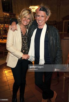 Patti Hansen (L) and Keith Richards backstage before he speaks about his new book 'Life' at The New York Public Library on October 2010 in New York City. Patti Hansen, Haircut And Color, Rocker Style, Cool Hairstyles, Hairstyle Ideas, Keith Richards, New York Public Library, New Hair, Rock And Roll