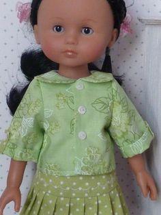 Chéries N ° Round neck blouse ** - My little sewing school . Nancy Doll, Sewing School, Wellie Wishers, Pretty Dolls, Doll Patterns, American Girl, American Dolls, Pleated Skirt, Baby Dolls