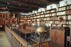 Biblioteca do Museu Plantin-Moretus em Antuérpia, Bélgica. Lá há uma coleção de mais de 600 manuscritos e 25 mil volumes de livros raros. Fotografia: http://www.aviewoncities.com