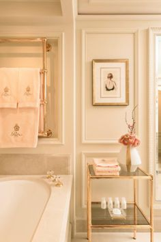 Famoso Ritz reabre em momento difícil para hotéis de luxo em Paris ainda mais luxuoso https://donaelegancia.wordpress.com/2016/06/06/famoso-ritz-reabre-em-momento-dificil-para-hoteis-de-luxo-em-paris-ainda-mais-luxuoso/