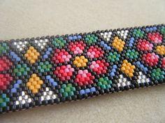 Stained Glass Roses Peyote bracelet van SMNDesigns
