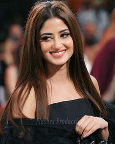 Sajal Aly And Ahad Raza Mir Looking Beautiful at Hum Style Awards 2020 Mahira Khan Pics, Mahira Khan Dresses, Pakistani Girl, Pakistani Actress, Pakistani Dramas, Stylish Girl Images, Stylish Girl Pic, Beautiful Girl Photo, Beautiful Girl Indian