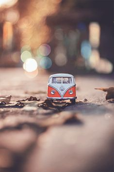 Selective Focus Photography of White Volkswagen Van Model on Ground · Free Stock Photo Getting Car Insurance, Car Insurance Tips, Insurance Quotes, Insurance Companies, Jaguar Suv, Boutique Accessoires, Kids Toys Online, Kids Toy Store, Automobile