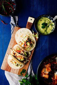 tacos de bacalao con mayonesa de aguacate