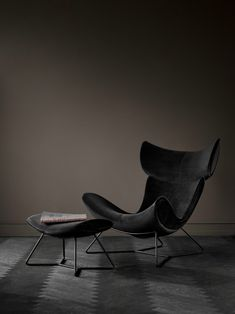 Discover modern armchairs from BoConcept. Design to suit your style and home. Boconcept, Indian Furniture, Modern Furniture, Furniture Design, Baxter Furniture, Furniture Removal, Industrial Furniture, Recycled Plastic Adirondack Chairs, Luxury Chairs