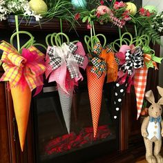 Excited to share this item from my shop: Easter fabric carrots, hanging large fabric carrots, Easter decor. Easter Projects, Easter Crafts, Easter Ideas, Diy Osterschmuck, Easter Tree Decorations, Easter Fabric, Diy Ostern, Easter 2021, Easter Party