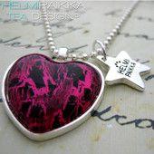Pinkki-musta sydän 15€ #kaulakoru #necklace