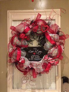 Valentine's Wreath -Geo Mesh red/wht/blk