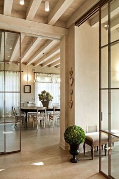 ▷ 1001 + ideas for the open kitchen with glass roof - ceiling Wooden Beams Ceiling, Roof Ceiling, Ceiling Lights, Loft Stil, Glass Roof, Open Kitchen, Drawing Room, House Rooms, Wood Table