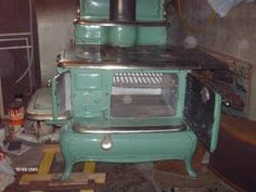 O.G. Thomas Model Home Herald Wood Cooking Stove - $800 (dudley)