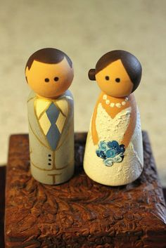 DIY: wedding cake wood peg doll topper! (I want this, but with Fisher Price Little People--the old school ones, anyway)