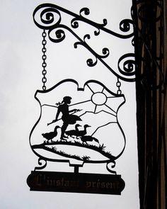 Riquewihr  Alsace リクヴィール村 #riquewihr  #alsace  #france  #signboard #lesplusbeauxvillagesdefrance  #フランスの最も美しい村  #memoriesofthetrip  #旅の思い出 #31🐭✈️travel🇫🇷