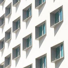 Squares I #geometries #semplicity #minimal #rsa_minimal #minimalmood #photooftheday #lookingup #igersmilano #igerslombardia #igersitalia