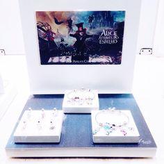 Coleção Alice da @vivaraonline ❤️💍#jewelry #jewels #jewel #fashion #trendy #accessories #crystals #fashionista #accessory #style #blog #blogger #carolinebeltrame.com.br #vivara #alice #aliceinwonderland #alicethroughthelookingglass #disney