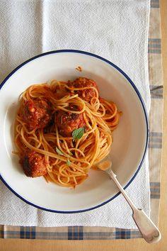 Technicolor Kitchen: Espaguete com almôndegas de carne e berinjela