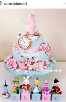 Baby Girl 1st Birthday, Girl Birthday Themes, Barbie Birthday, Birthday Party Decorations, Alice In Wonderland Invitations, Alice In Wonderland Tea Party Birthday, Alice In Wonderland Cakes, Disney Cakes, Celebration Cakes