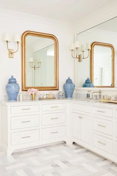 caitlin-wilson-l-shaped-master-bathroom-vanity-sink-dressing-table - The Glam Pad Master Bathroom Vanity, Vanity Sink, Hall Bathroom, Master Bathrooms, Bathroom Vanities, Style Tudor, L Shaped Bathroom, Caitlin Wilson Design, Bathroom Renos