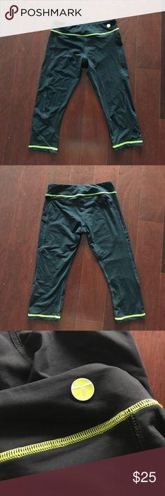 💜Trina Turk Recreation Capris Excellent Used Condition Trina Turk Pants Capris