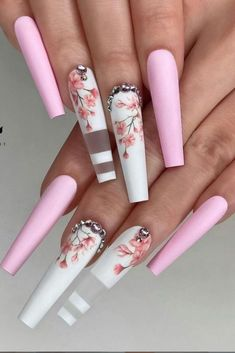 Bling Acrylic Nails, Gold Glitter Nails, Best Acrylic Nails, Fabulous Nails, Gorgeous Nails, Pretty Nails, White Nail Designs, Acrylic Nail Designs, Spring Nails